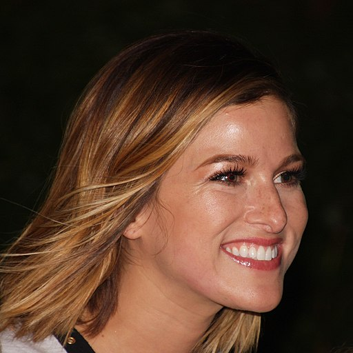 Cassadee Pope hot country singer
