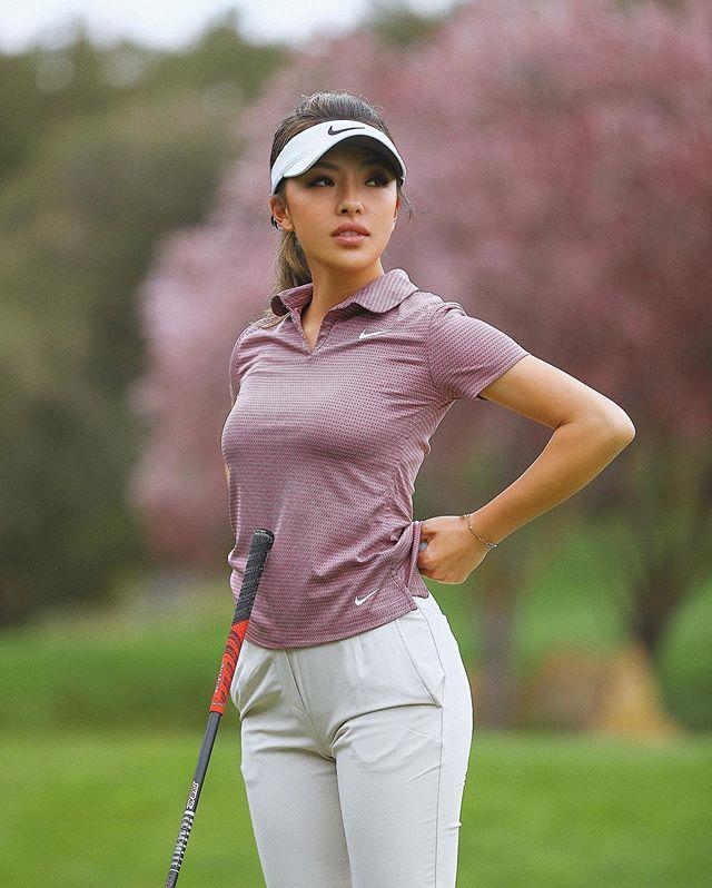 hottest female golfer