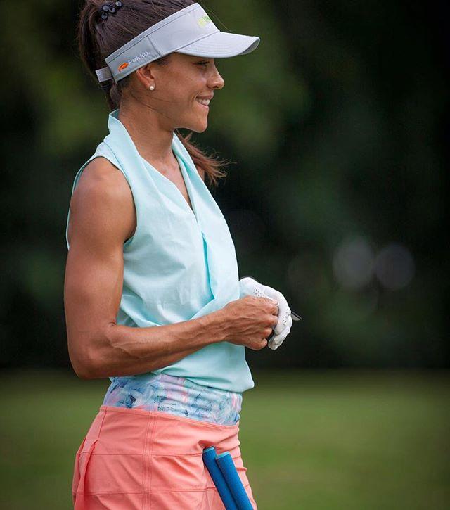 veronica felibert female golfer playing golf