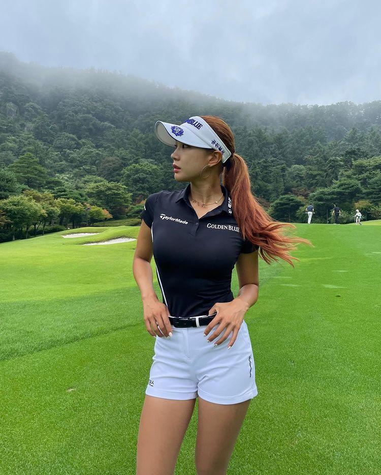 Beautiful South Korean golfer Hyunju Yoo