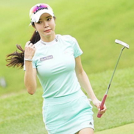 Sharon Ahn golfing